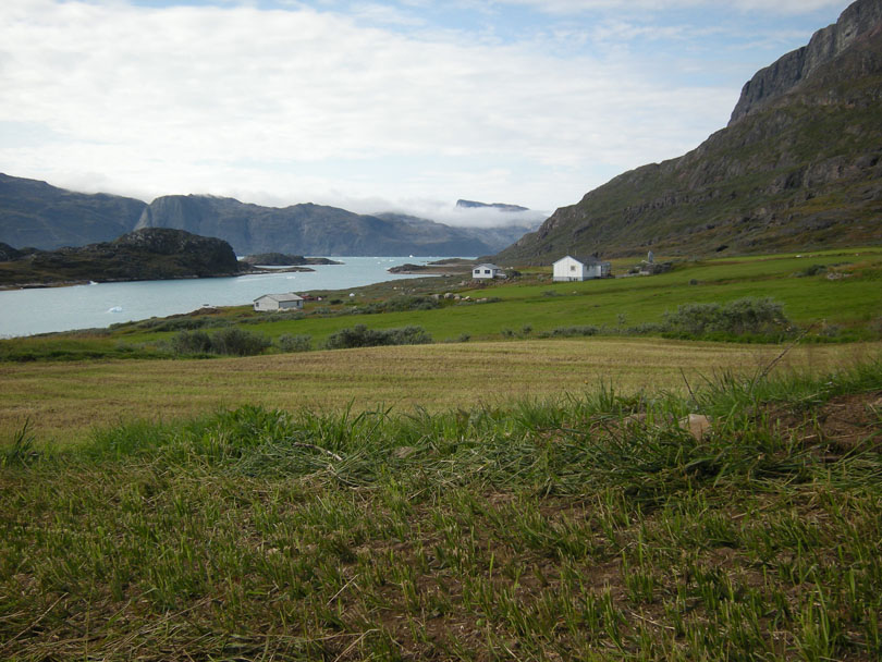 Ipiutaq guest farm, overview to the West