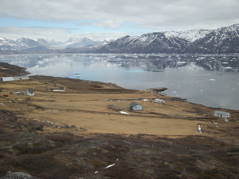 Ipiutaq guest farm, general overview from the mountain