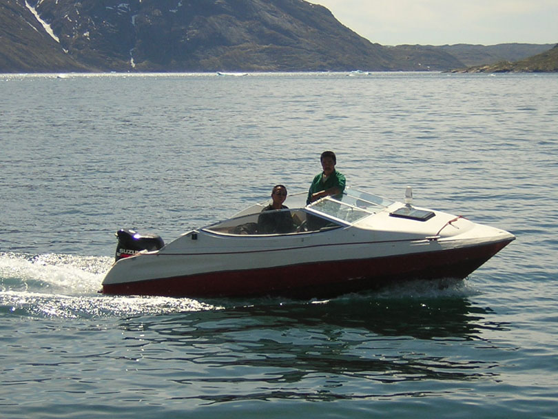 Ipiutaq guest farm, speed open boat with outboard engine