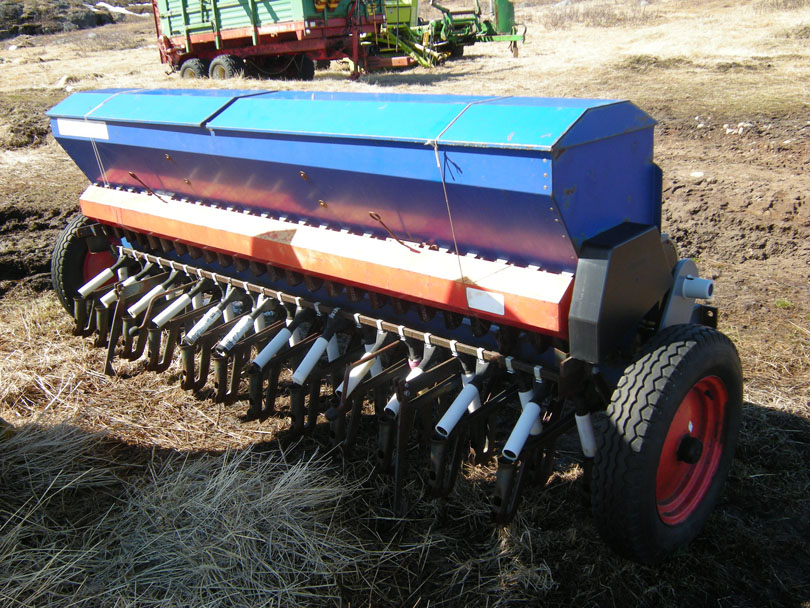 Ipiutaq guest farm, seeding machine