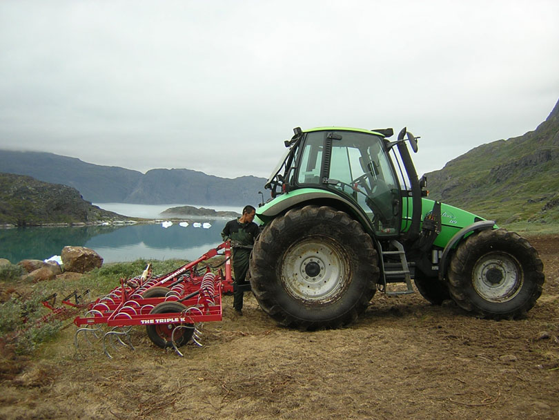 Ipiutaq guest farm, tractor and spring-tooth harrow