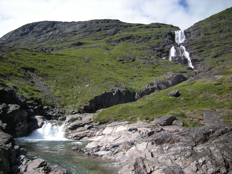 Ipiutaq guest farm, clear streams and pools with waterfalls in Ilua valley