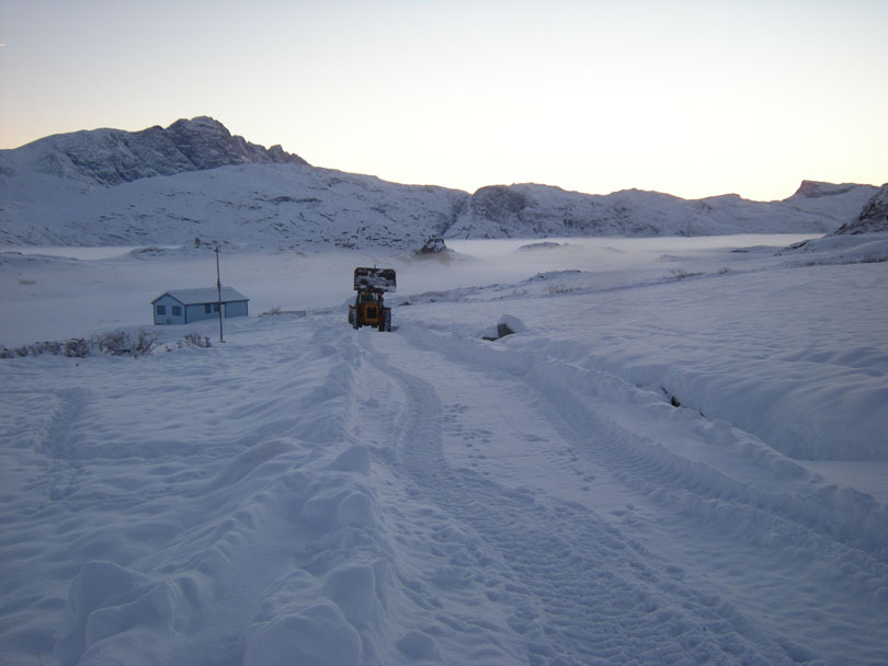 Ipiutaq guest farm, dirt road in wintertime
